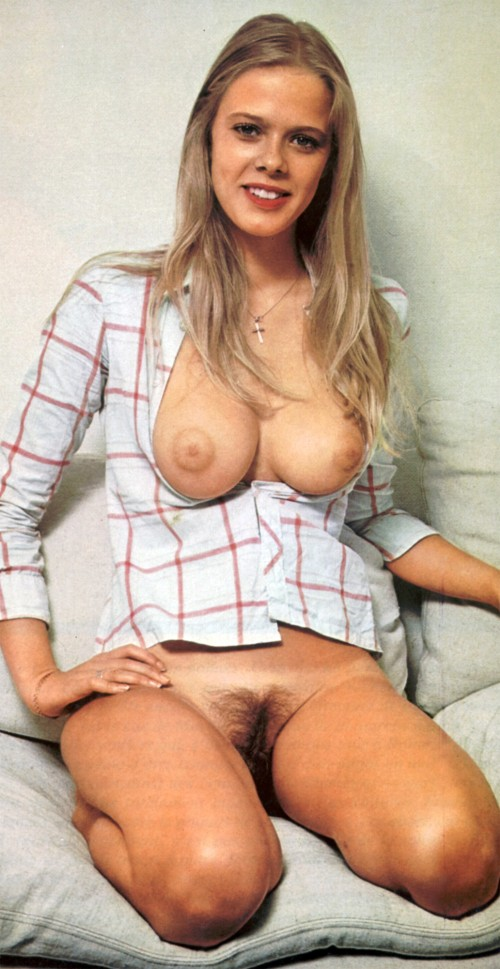 Nice-tits-overflowing-from-the-shirt.jpg