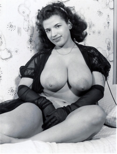 Vintage-busty-lovely-brunette.jpg