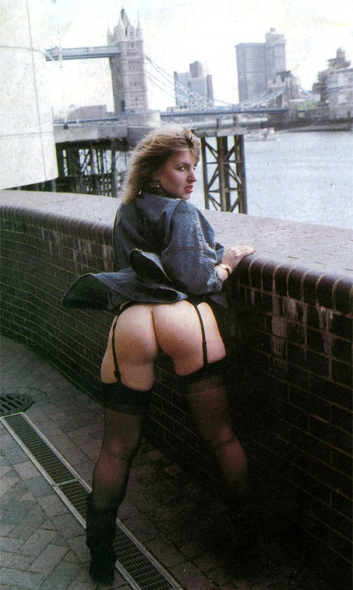 Heather Chittenden showing her ass in front of Tower Bridge