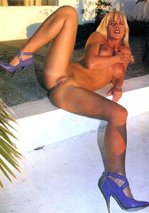 Louise-Hodges-is-sunbathing-with-her-pussy-wide-open.jpg